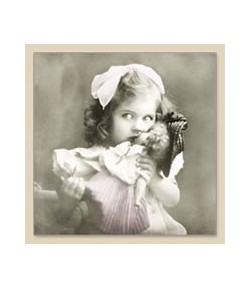 SERVIETTE GIRL WITH DOLL